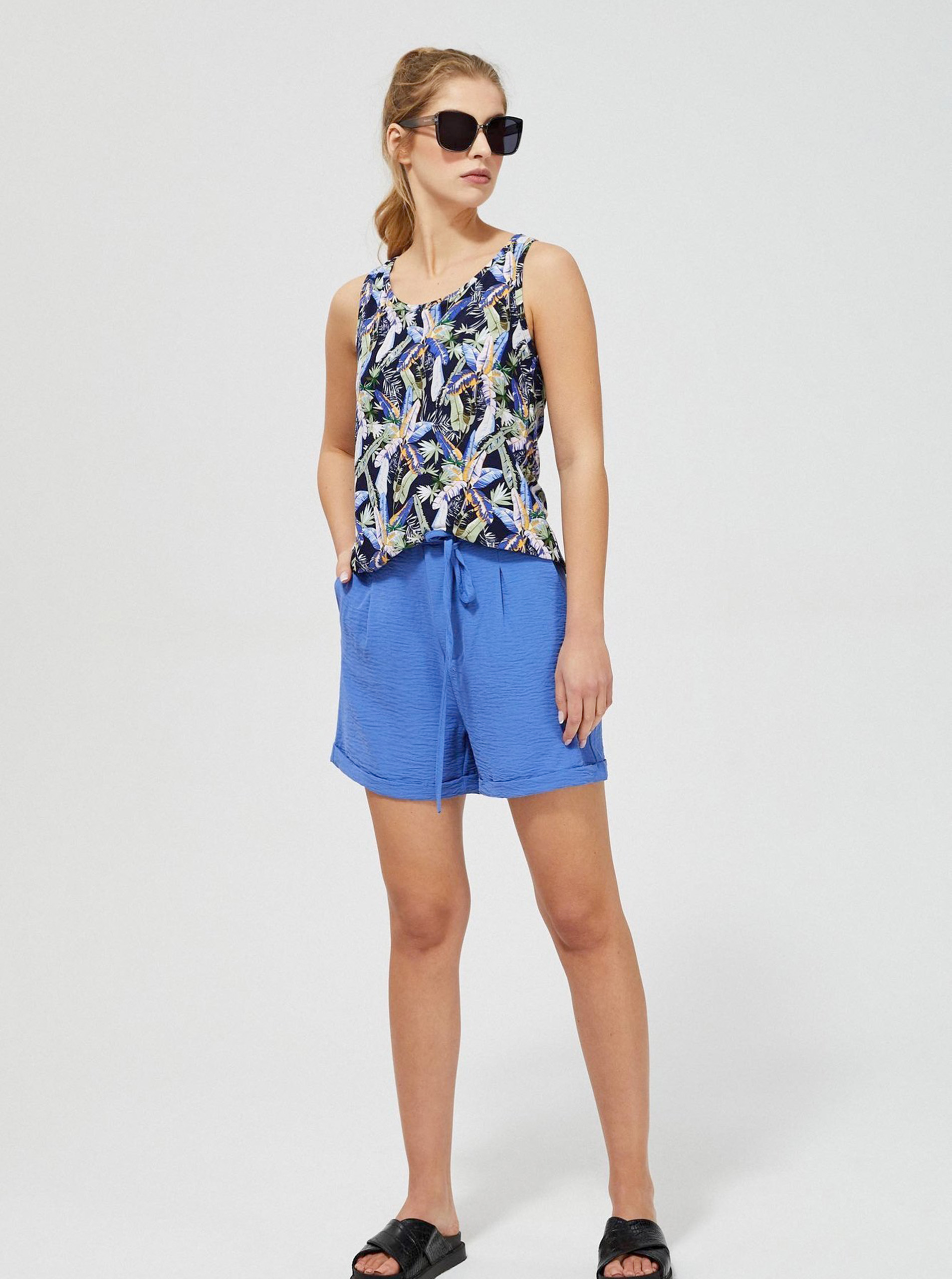 Moodo top with floral motif