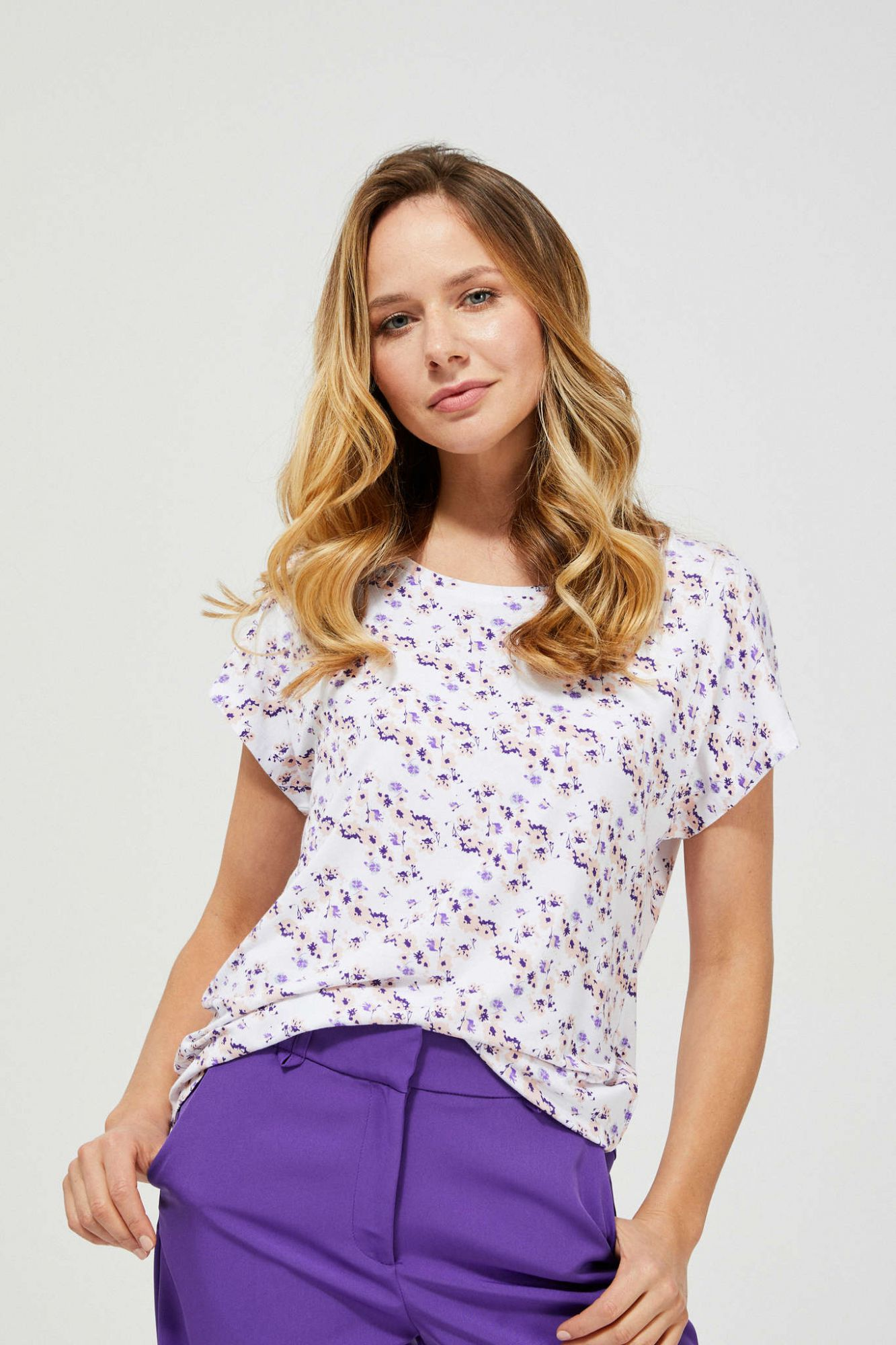 Moodo white T-shirt with floral motif