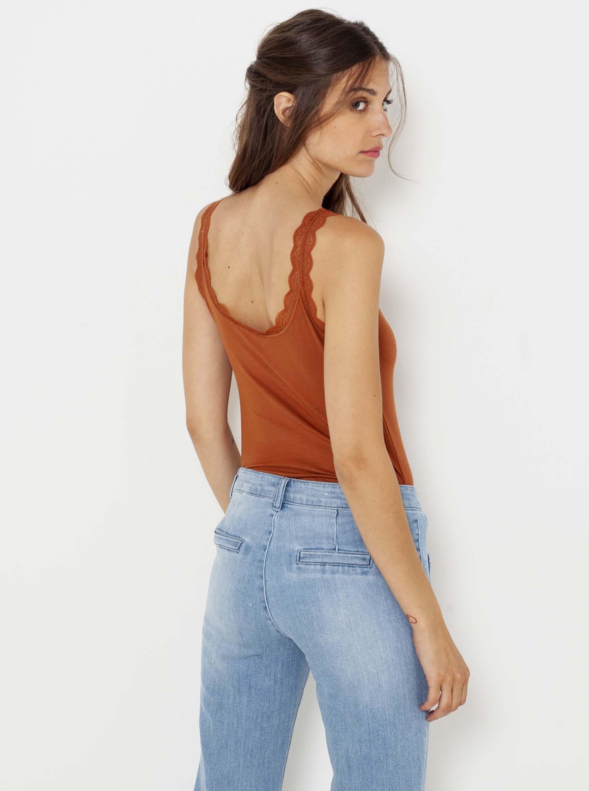 CAMAIEU orange top with lace