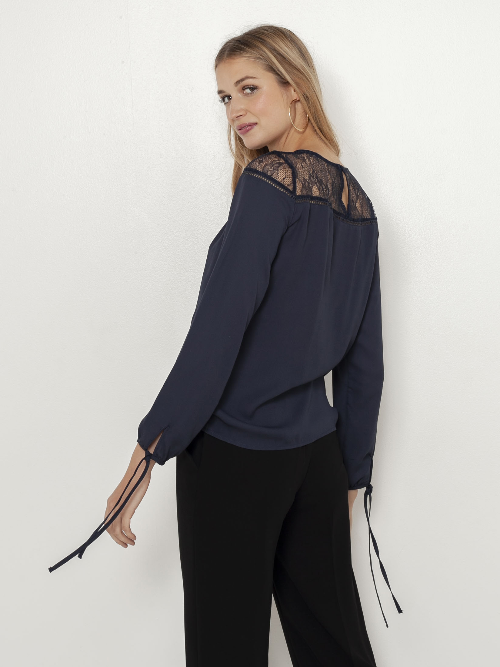 CAMAIEU blue blouse with lace