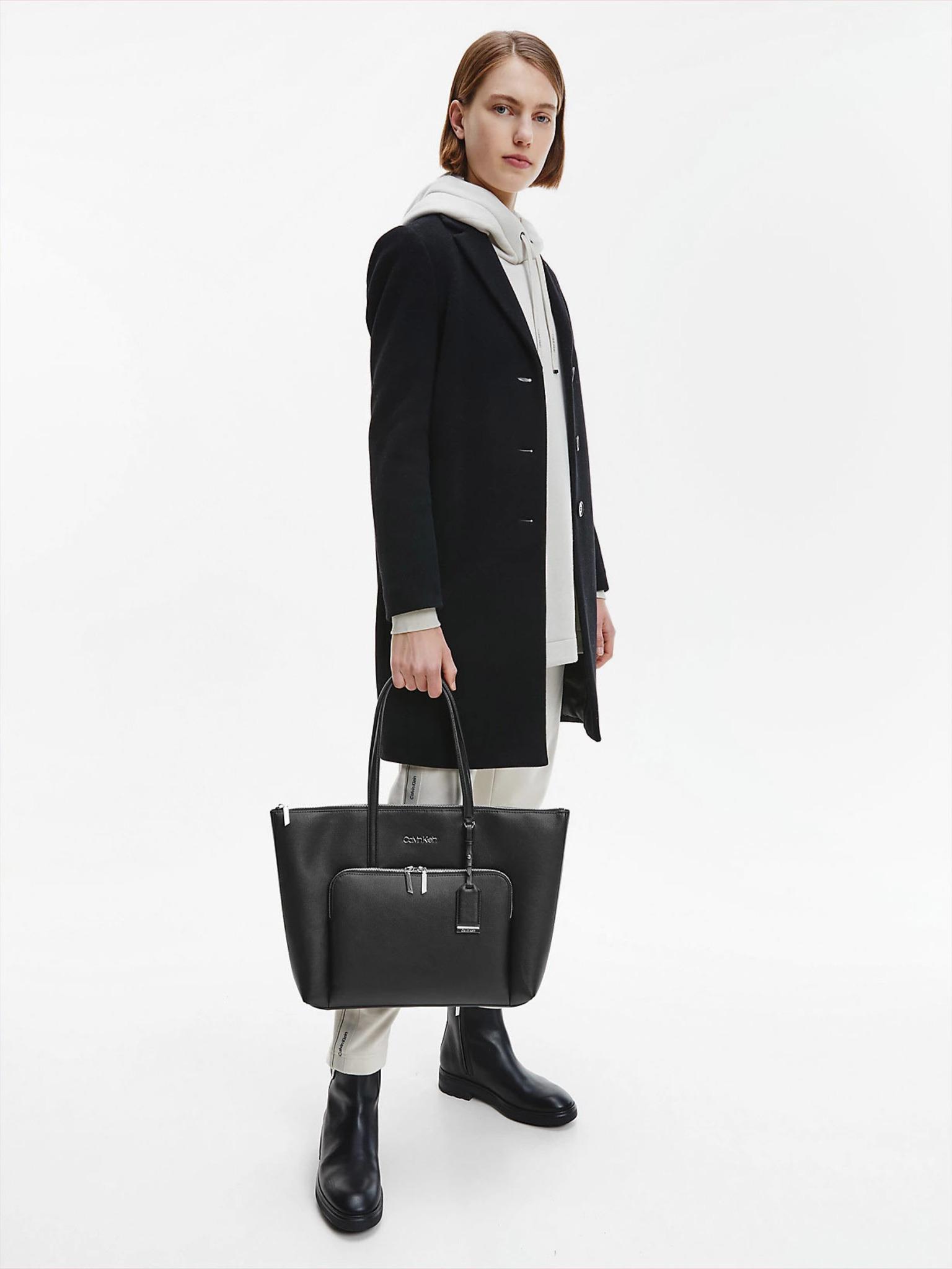 Calvin Klein black shopper Must