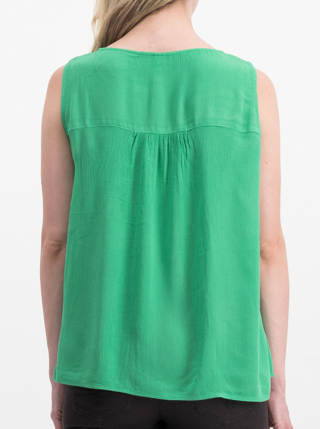 Green blouse with Blutsgeschwister embroidery