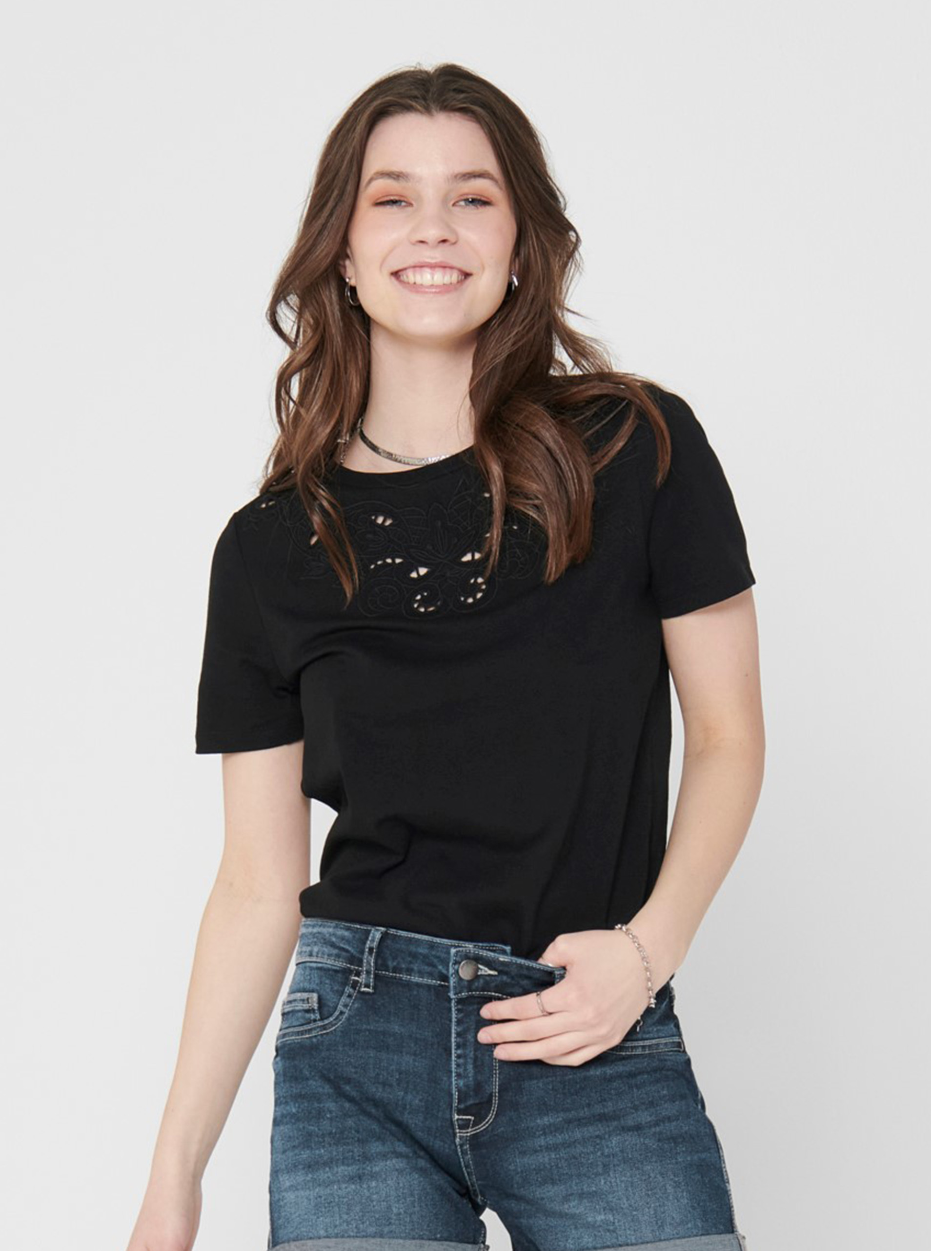 Black T-shirt with ONLY Theresa embroidery