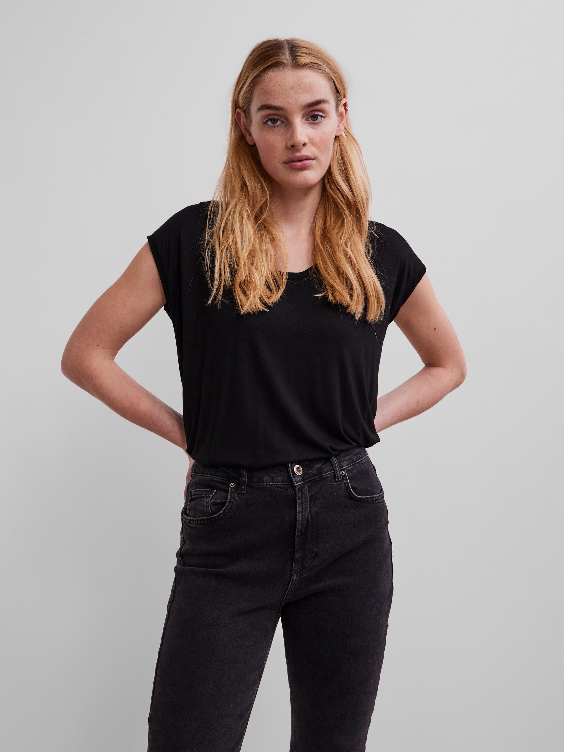 Pieces black T-shirt Billo