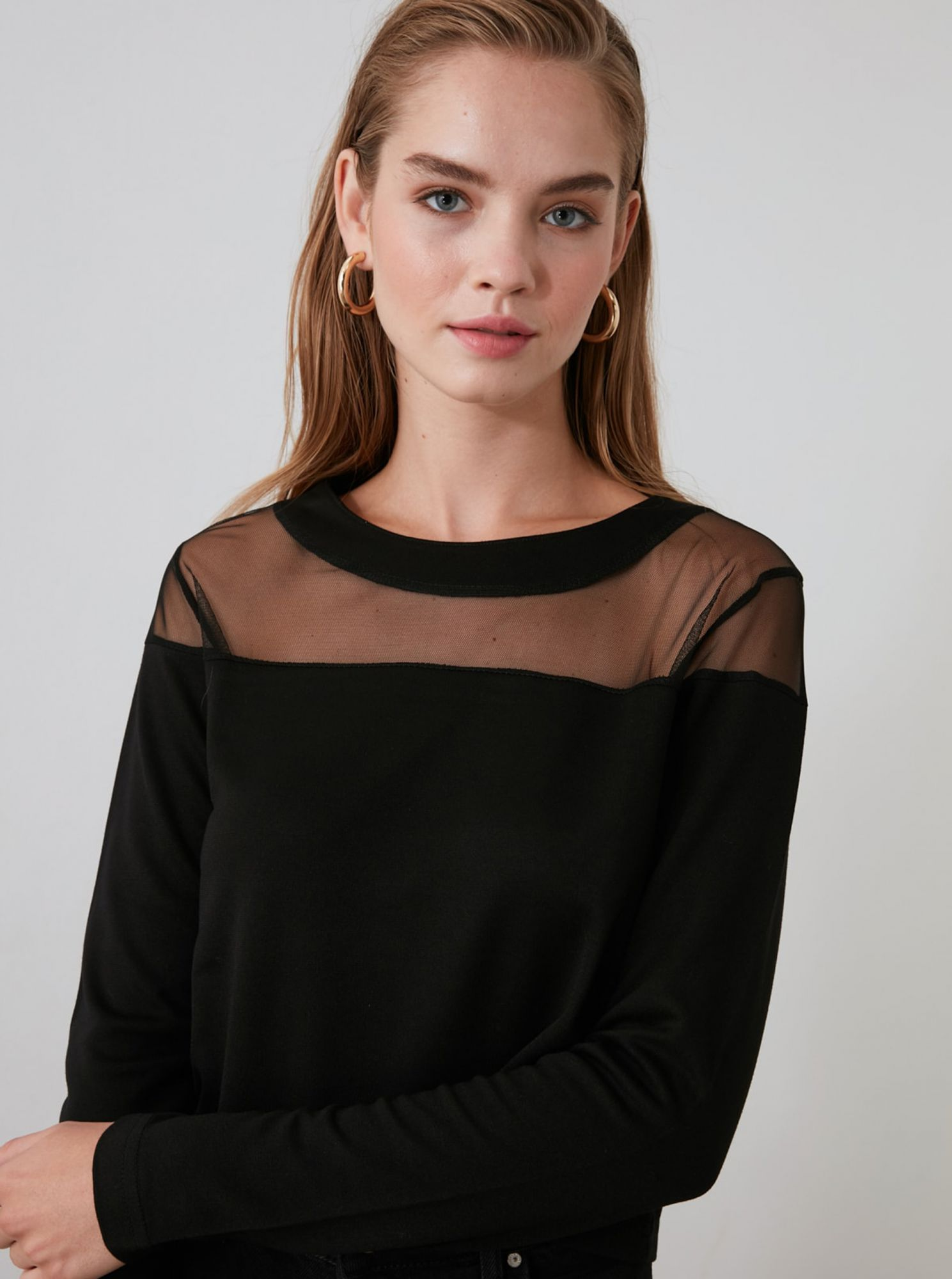 Black blouse with translucent Trendyol saddle