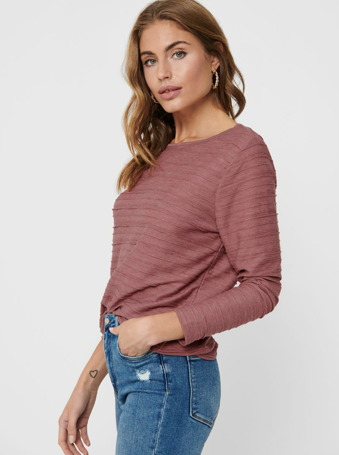 Pink T-shirt with a cut on the back ONLY