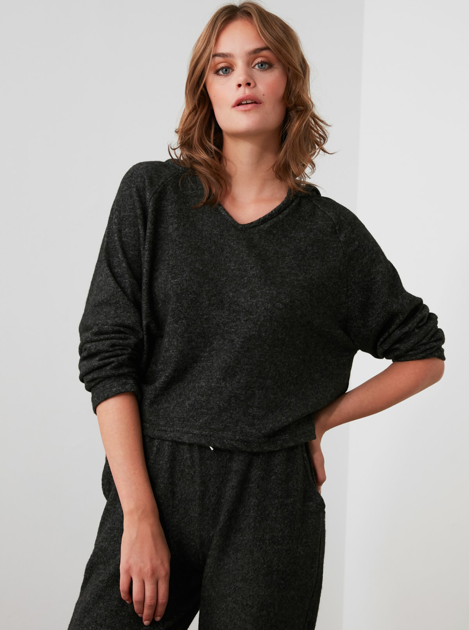 Black women's loose T-shirt with a Trendyol hood