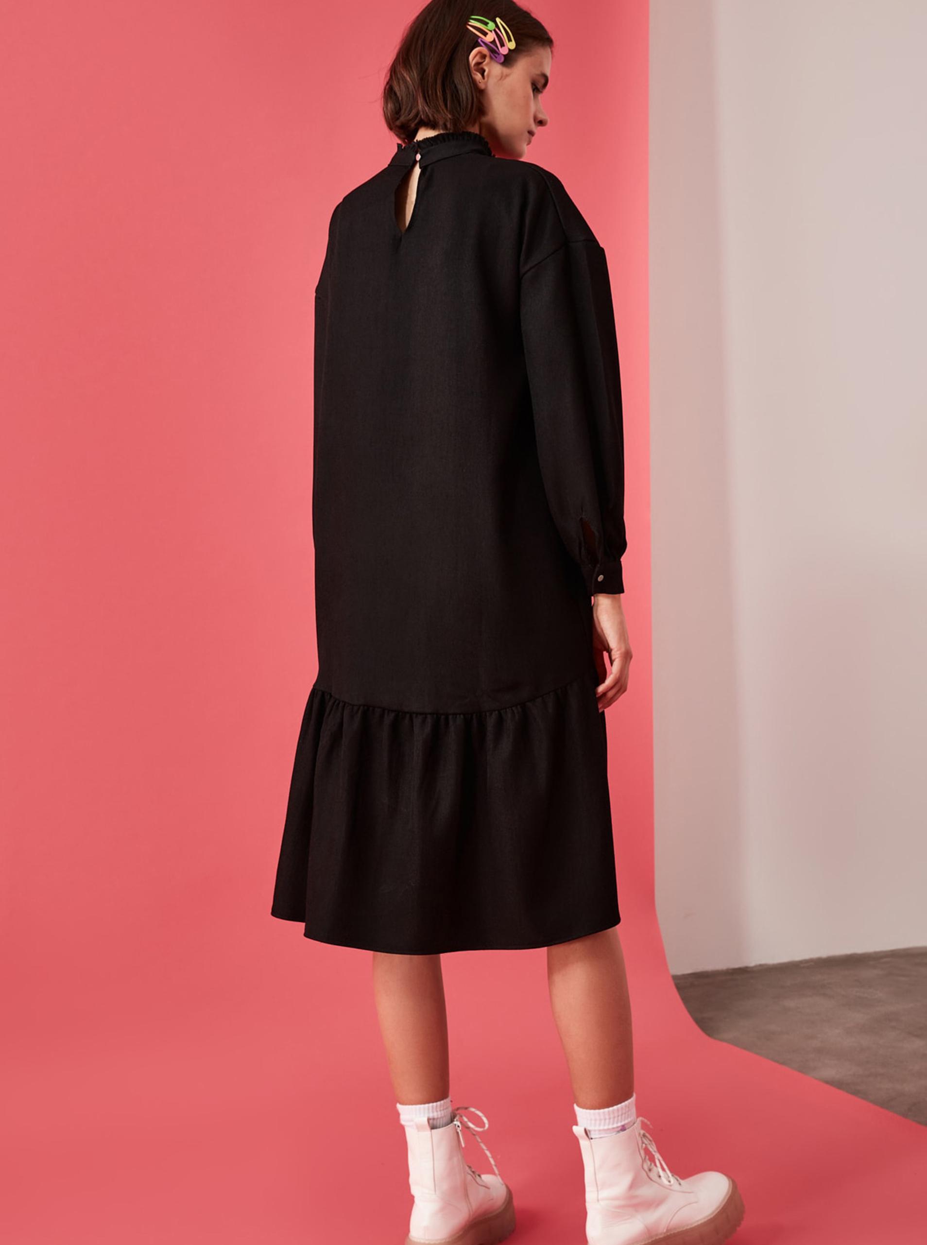 Black woolen midi dress with Trendyol print
