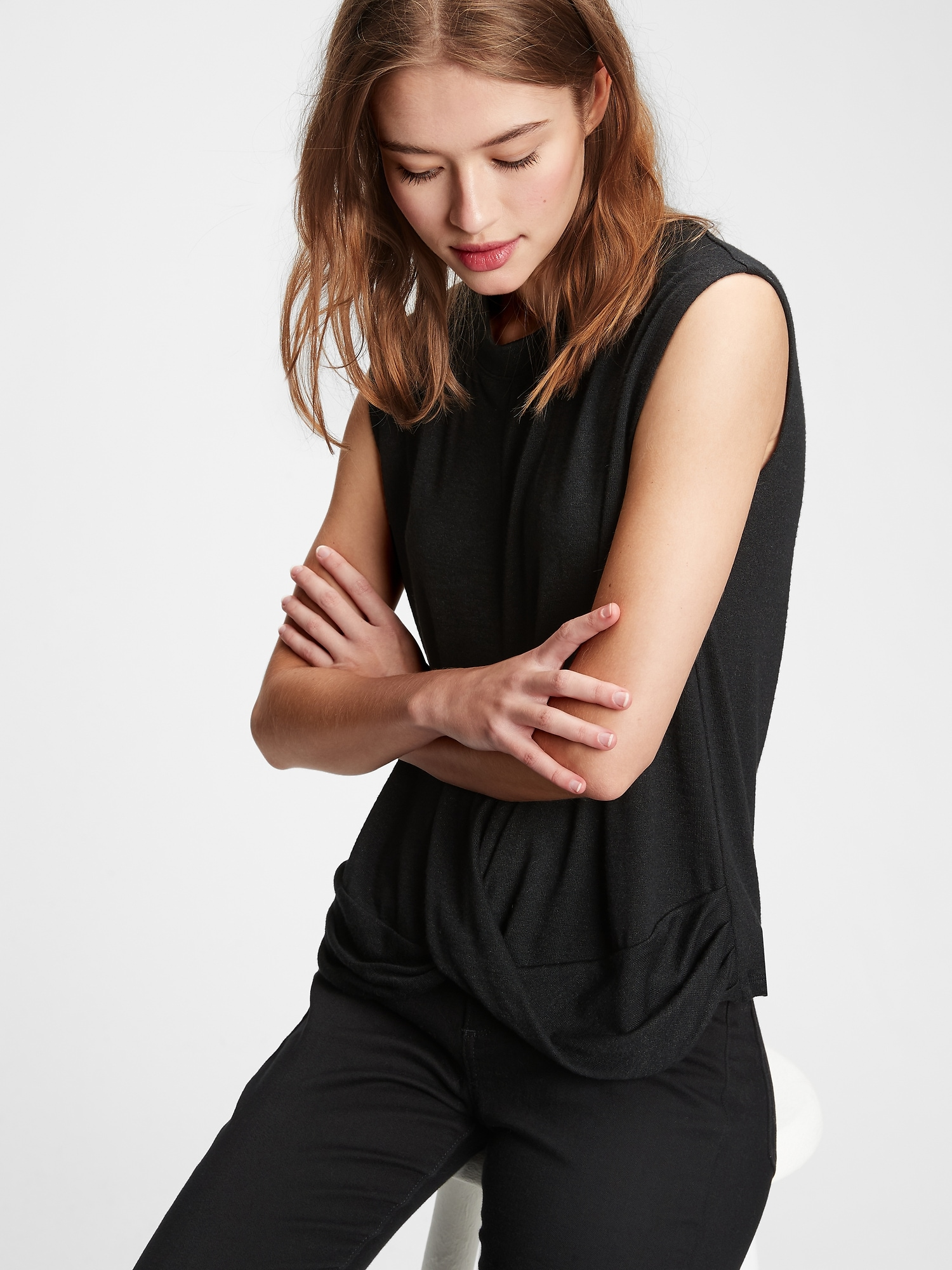 GAP black T-shirt