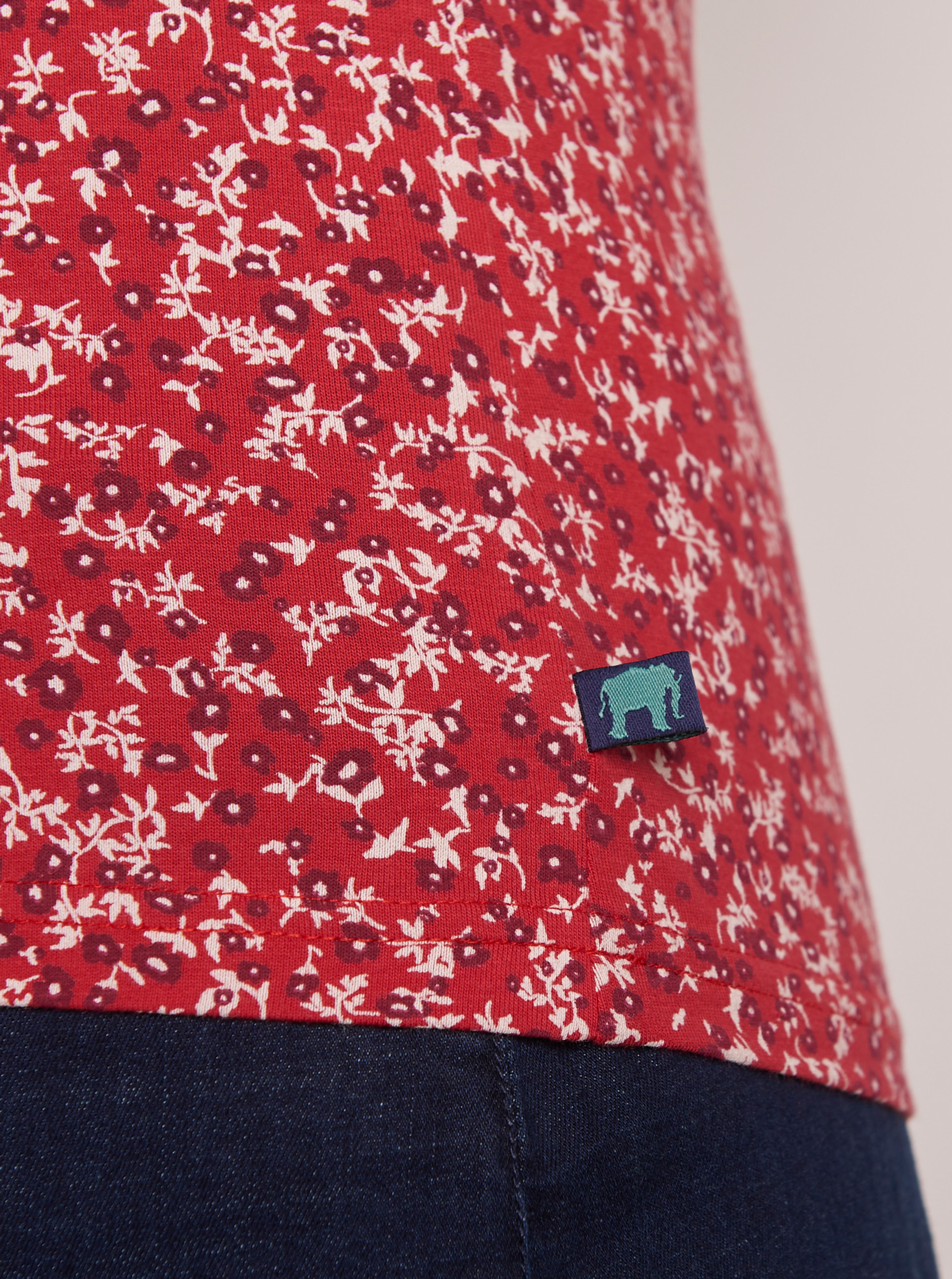 Tranquillo red top Ife with floral motif