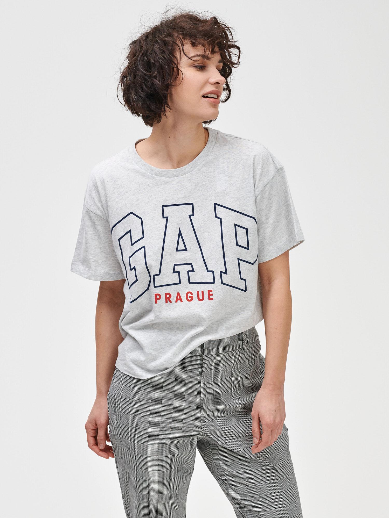 GAP grey T-shirt Prague